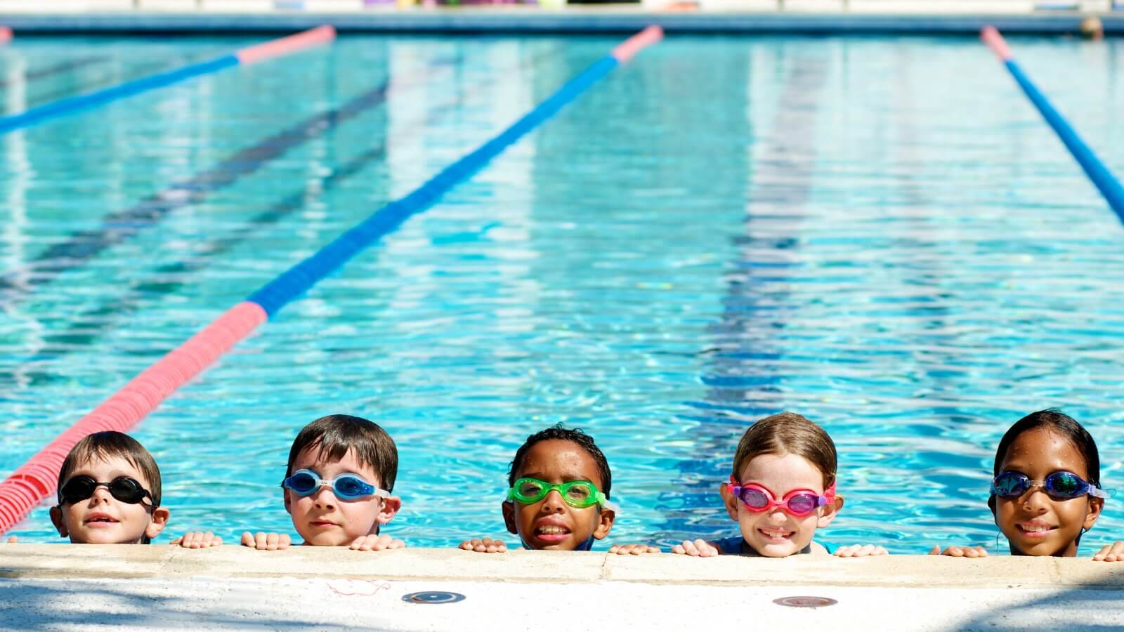 kids-in-swimming-pool-wallpaper-21